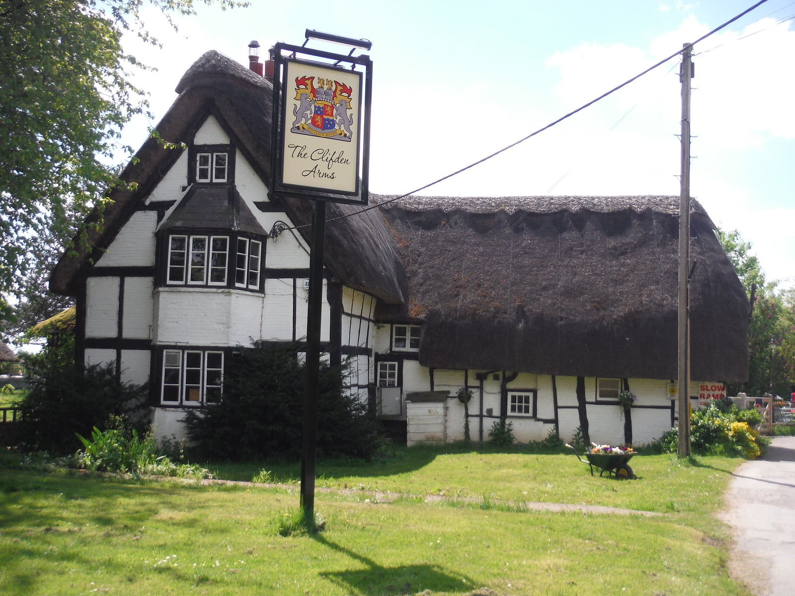 The Clifden Arms, Worminghall SWC Walk 190 - Thame Circular