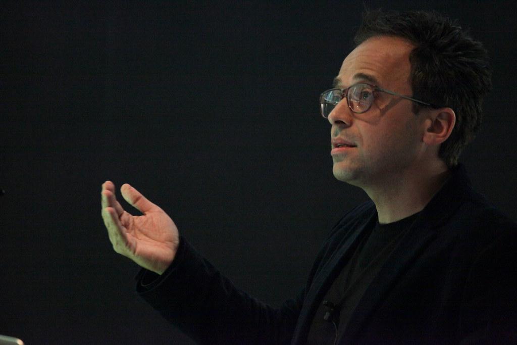 Alessandro Petti presenting.