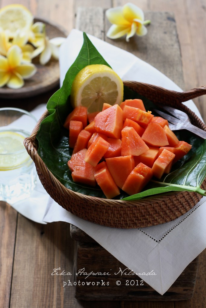 Papaya with squeezed lemon juice