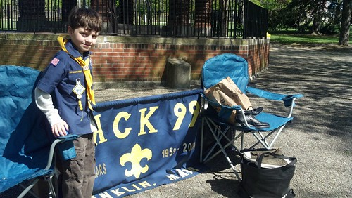 Franklin, MA: Pack 99 collecting shoes