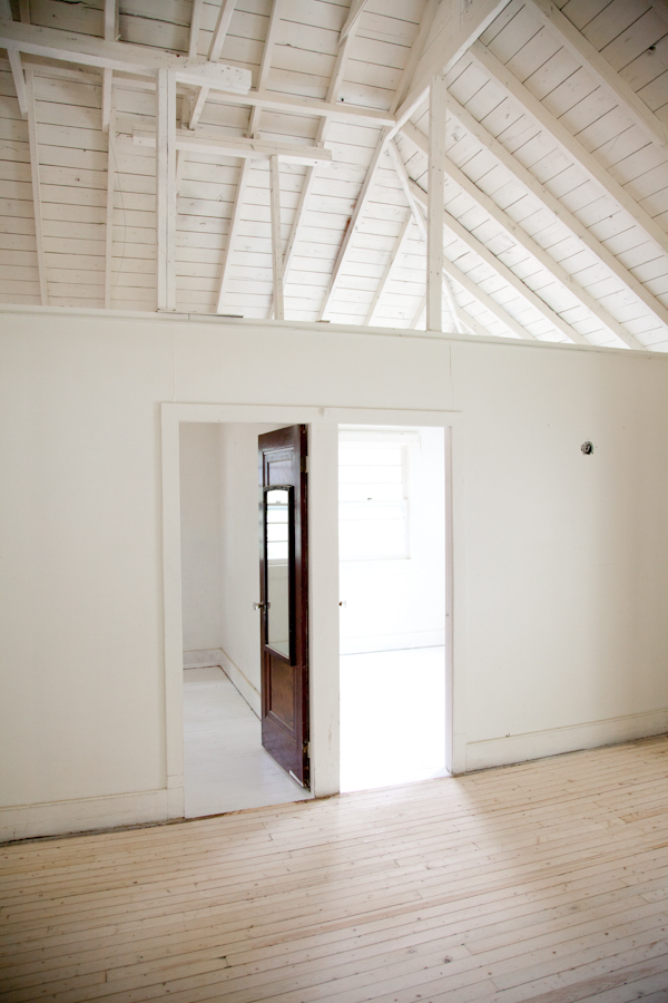 cottage_white_painted_floors-11
