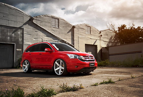 red honda crv with vossen cv3 wheel