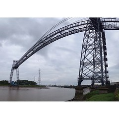 Newport Transporter Bridge. とても珍しい鉄骨にロープウェイのようなカゴのぶら下がった橋です。ここの他に数カ所しか存在しないらしいです。 #iphone #iphoneography #instamood #instagood #photooftheday #instagramhub #instagram #jj_forum #jj #yon #IGers #iphone4s #webstagram  #wales #UK #Newport
