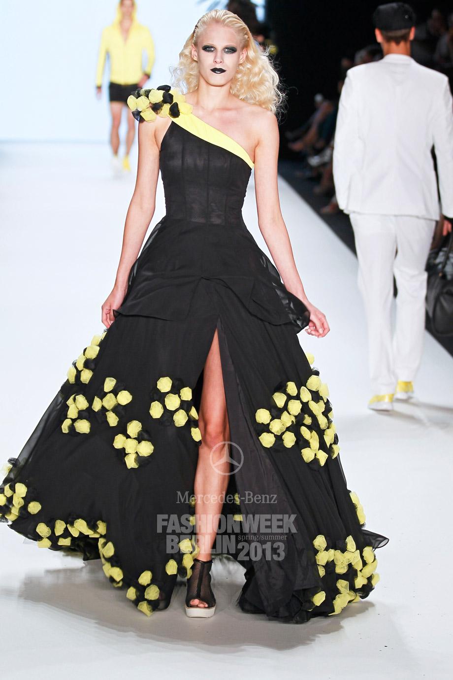 guido maria kretschmer mercedes benz fashion week berlin. Black Bedroom Furniture Sets. Home Design Ideas