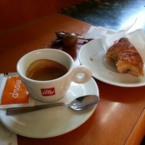 #coffi, #italianbreakfast, #bar, #picsoftheday,  come iniziare bene la giornata...... :-) by riccardoferrari
