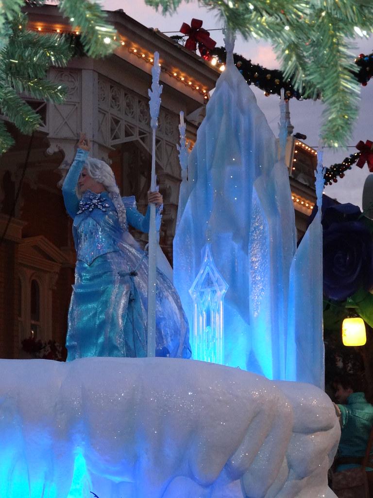 Un séjour pour la Noël à Disneyland et au Royaume d'Arendelle.... - Page 4 13695645545_b40af28b3e_b