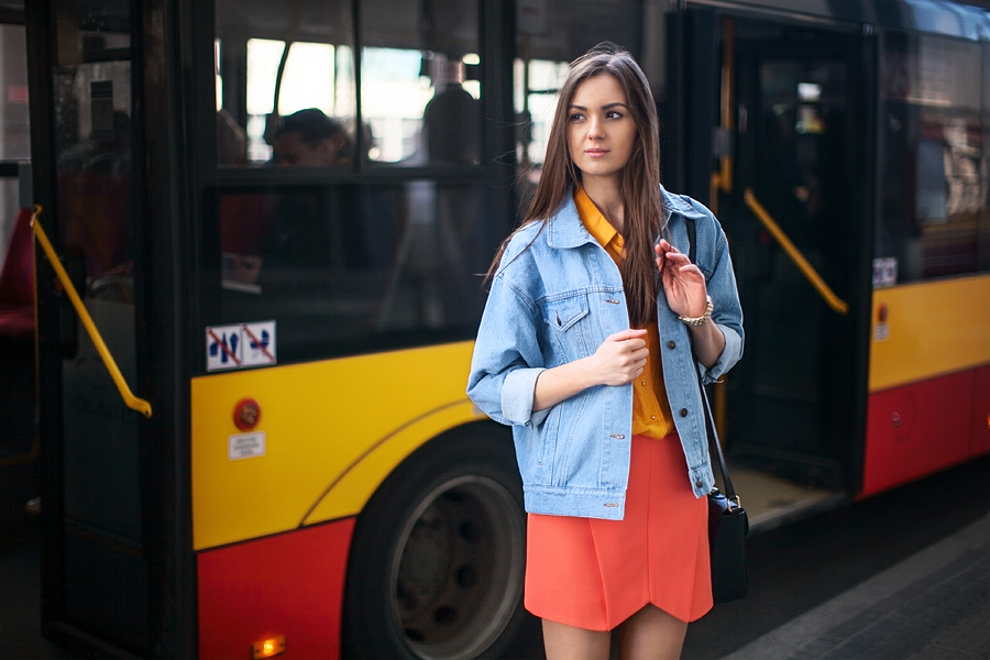 personal_style_fashion_blog_Ukraine_europe_denim_jacket_mini_skirt_orange_heels_tropical_print_Nika_Huk3