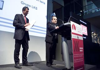 Alberto Gorroñogoitia recibió el premio en nombre de LKSn