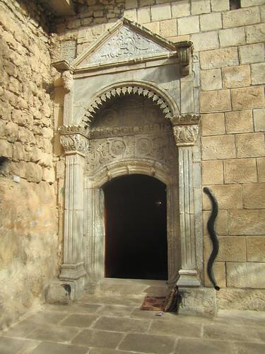 La serpiente negra yezidí simboliza la sabiduría.