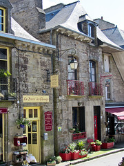bookshops - Photo of Saint-Pern