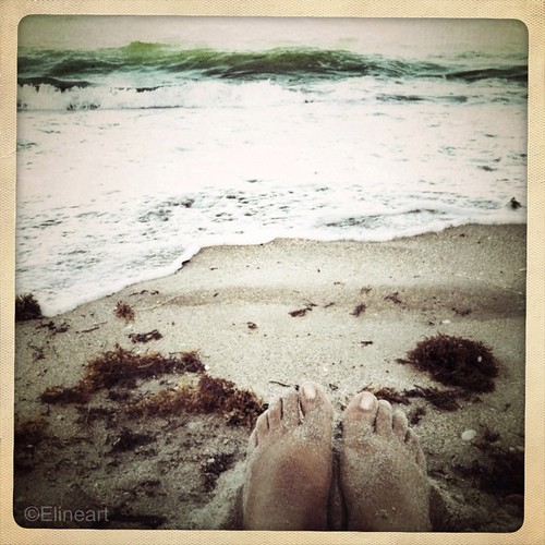 14:365 Sandy Feet by elineart