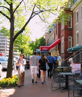 walkable neighborhood, Washington, DC (by: Dewita Soeharjono, creative commons)