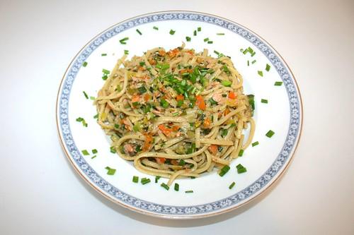 37 - Bunte Gemüsenudeln mit Räucherlachs / Greenstuff noodles with smoked salmon - Serviert