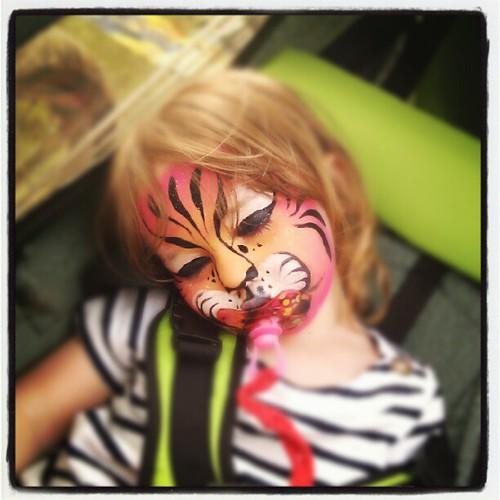 Slapende leeuwen moogt ge niet wakker maken.