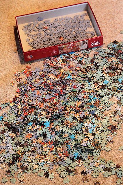 4000 mixed up pieces of jigsaw puzzle.