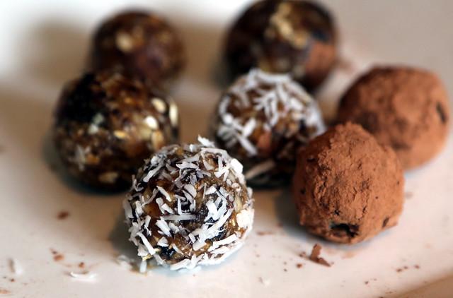 Header of nut ball