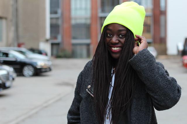 Neon Beanie Streetstyle Lois Opoku Berlin