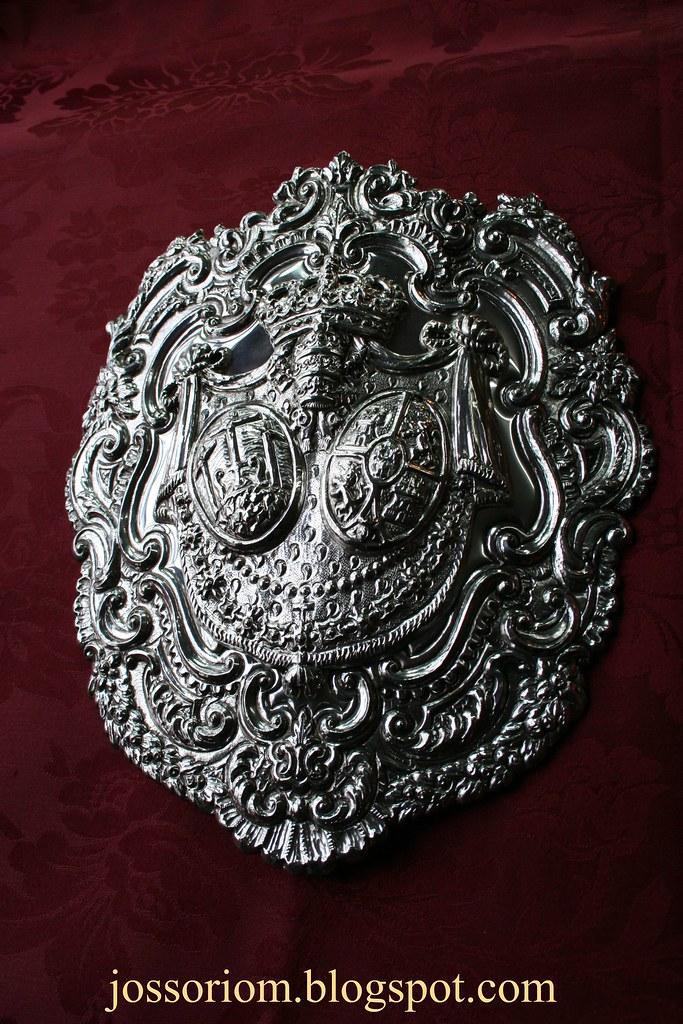 Medallón de pertiguero para la Hermandad de Montserrat de Sevilla