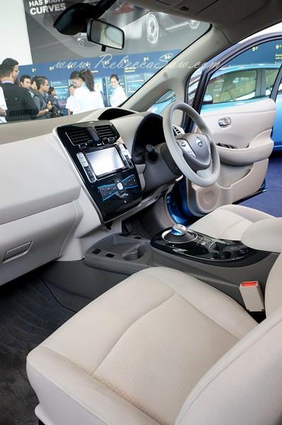 nissan leaf - all electric car-013