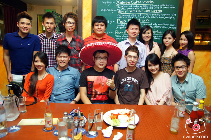 SMASHPOP-BIRTHDAY-FRONTERA-2012-group-pic