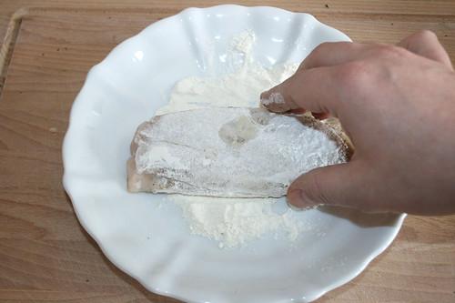 32 - Im Mehl wenden / Turn in flour