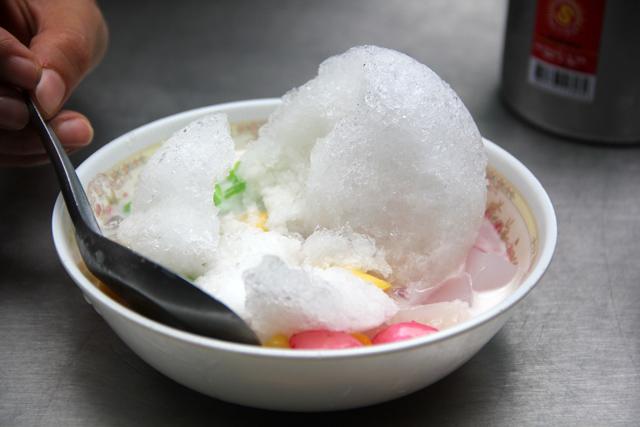 Nam Kang Sai Ruam Mit (น้ำแข็งใสรวมมิตร)