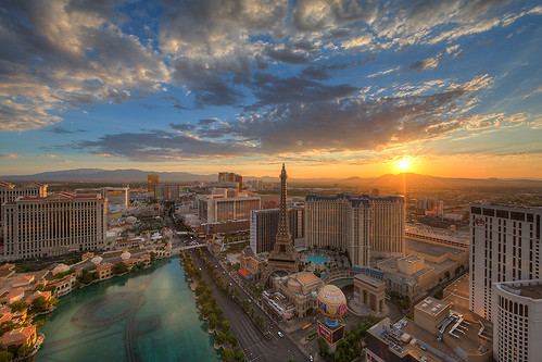 morning light usa paris color reflection sunrise canon landscape photography dawn cosmopolitan cityscape unitedstates lasvegas eiffeltower balloon wideangle patio strip bellagio planethollywood ballys lasvegasblvd neveda 14l ericlo ef14mmf28liiusm eos5dmarkiii 5d3