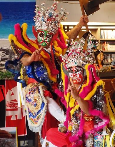 獲得2011年全國創意官將首第一名的台東震天宮駕前官將首也來到記者會現場,象徵美麗灣違法事蹟已是人神共憤。
