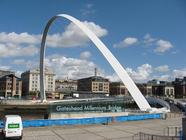 Opening of the Gateshead Millennium Bridge 2001