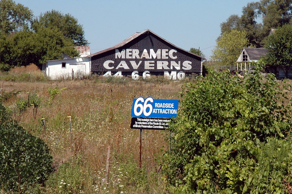 Meramec Caverns Barn, Cayuga, IL