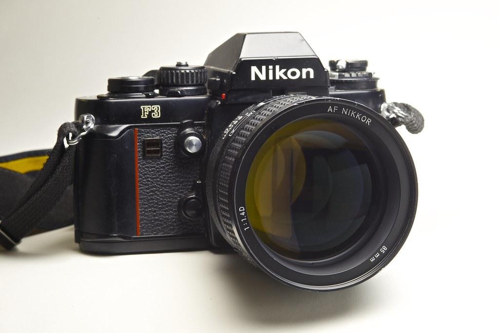 Nikon F3 /w Ai AF Nikkor 85mm f/1.4D IF
