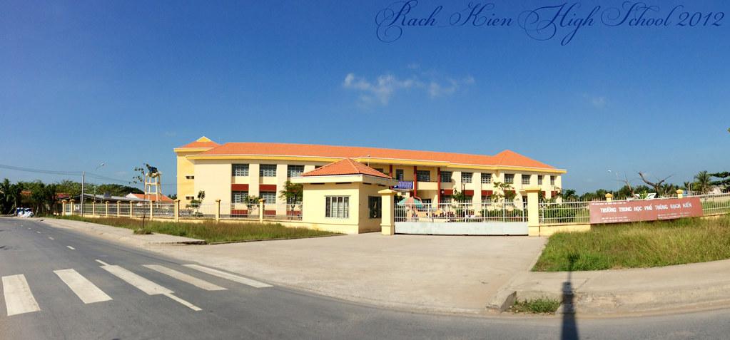 Trường cấp 3 Rạch Kiến - Cần Đước - Long An (hình chụp tháng 11 năm 2012)
