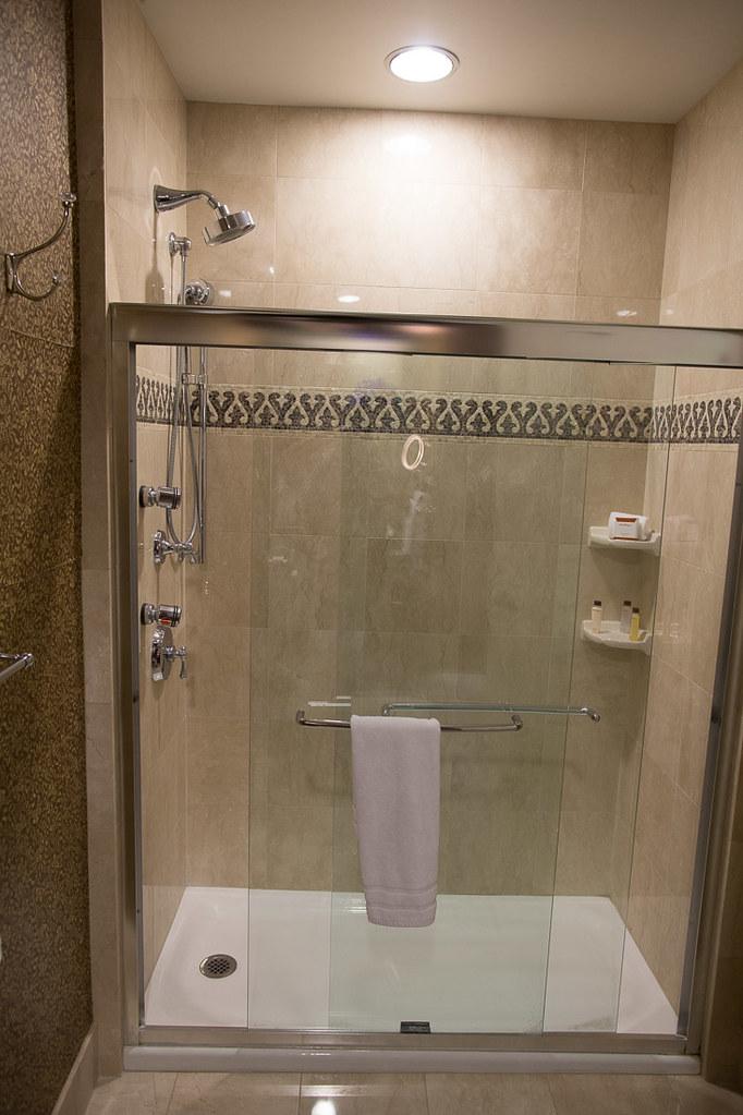 Bathroom | Roosevelt Waldorf Astoria