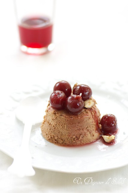 Gianduia mousse with cherries