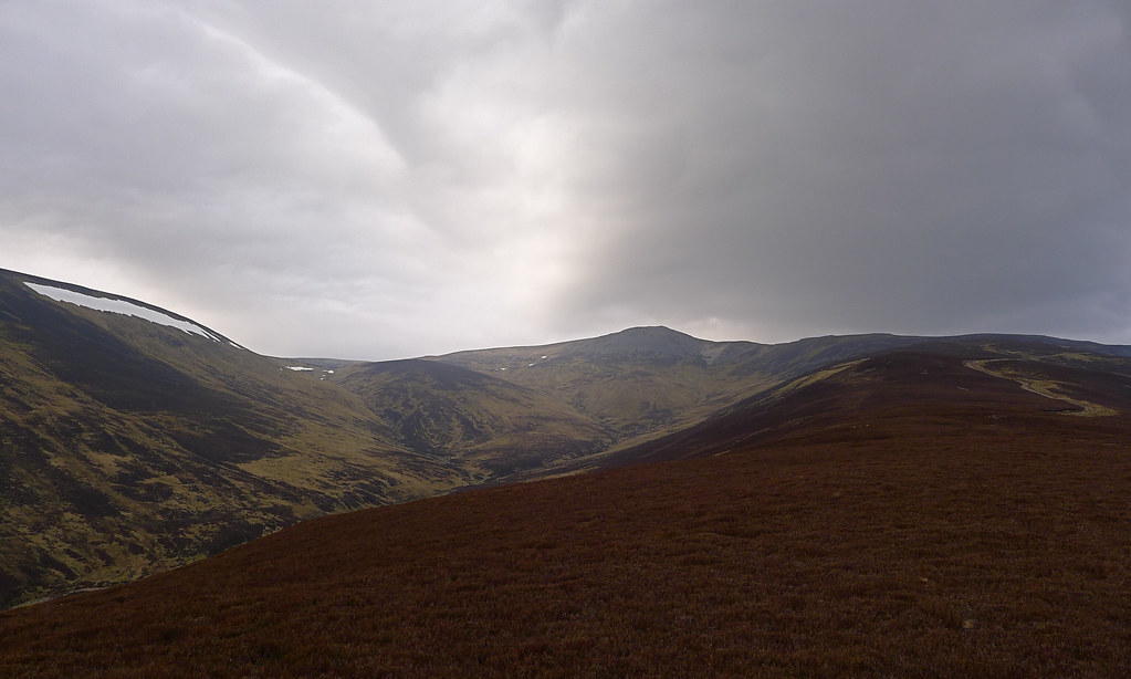 The long ridge to Carn a' Chlamain
