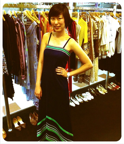 X-Wen of Fash-Eccentric looking fantastic in this 1970s navy blue and green maxi number!