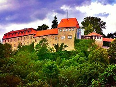 This is Creuzburg #castle near #Eisenach. St. Elisabeth has spend the most time of her life here.
