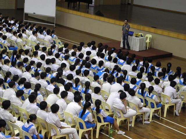循人中学 13/06/2012 高一生:关爱自己的生命