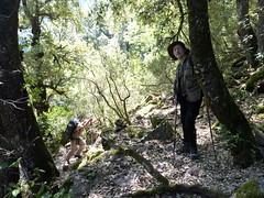 Sur la sente des chasseurs : Eckard et Bruno dans la raide montée après le 2ème ruisseau