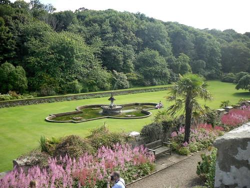 Culzean Castle garden + fountain