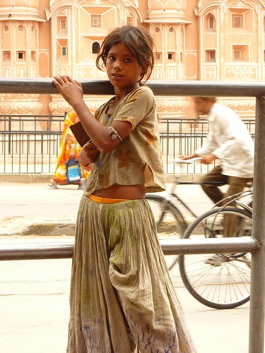 Indian girl in front of Hawa Mahal