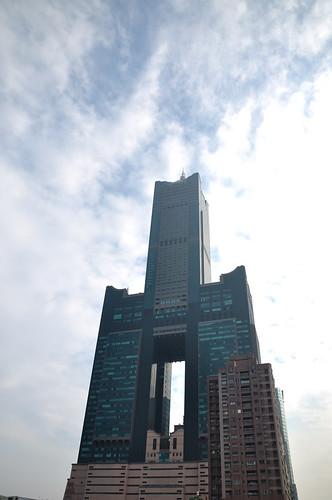 仰望高雄85大樓