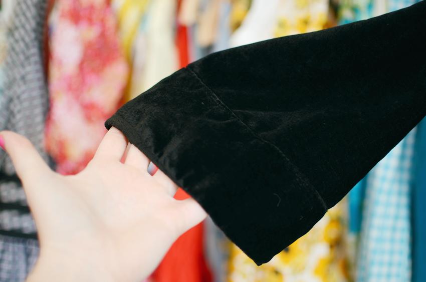 vintage--black-velvet-jacket e