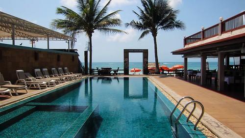 今日のサムイ島-老舗マリブビーチリゾート セントラルフェスティバル正面