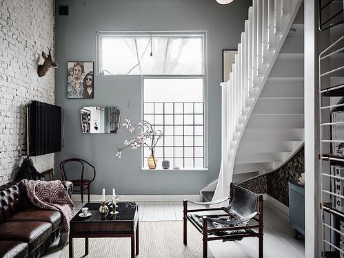 05-salón-escaleras