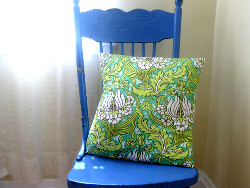 Tutorial: Envelope-Back Pillow Cover by Melanie O'Brien of A Sewing Journal