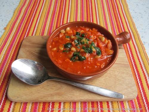 Geschmorte Tomaten mit weißen Bohnen