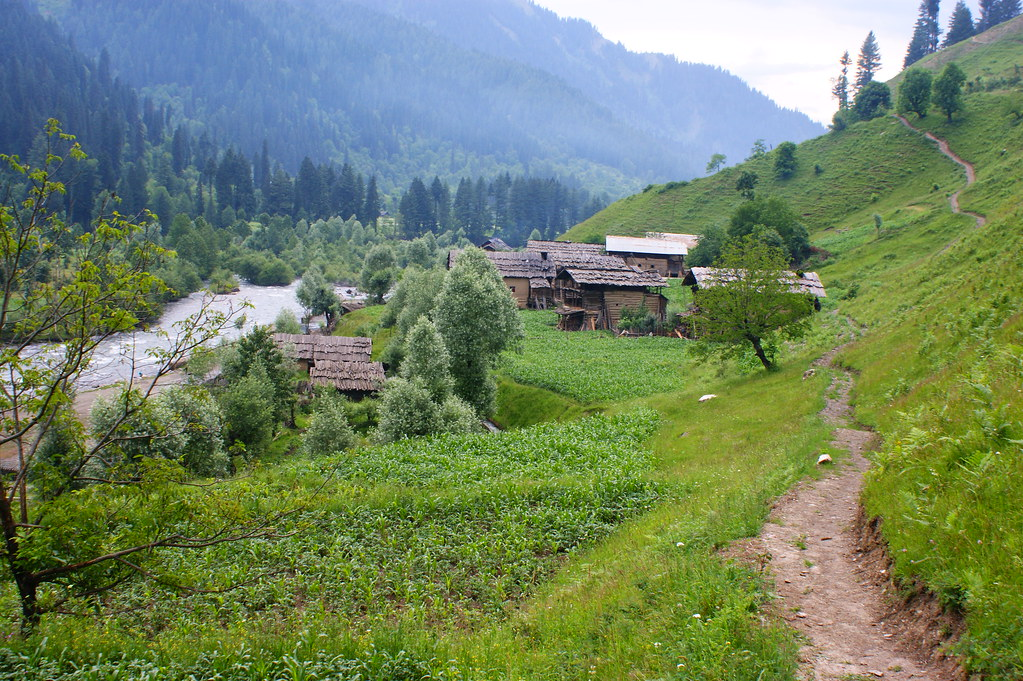 """MJC Summer 2012 Excursion to Neelum Valley with the great """"LIBRA"""" and Co - 7607605746 a9ea62d540 b"""