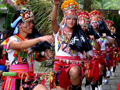 2012都蘭年祭,青年跳護衛舞