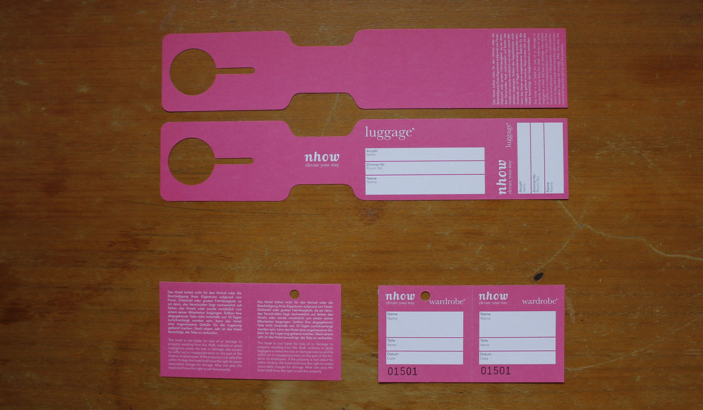 Luggage label and wardrobe tag